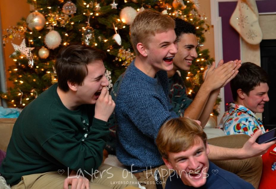 Minute To Win It Christmas.Christmas Minute To Win It Games Layers Of Happiness